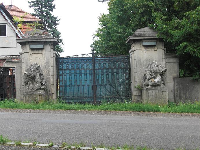 Grinden in till Heydrichs villa
