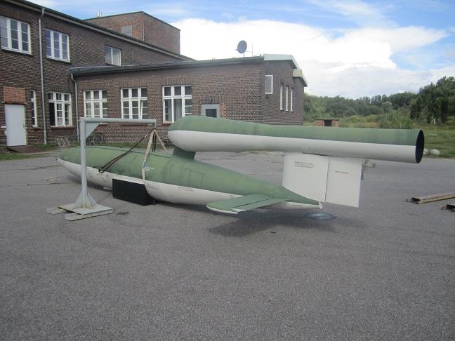 Vingklippt replica av en V1 raket