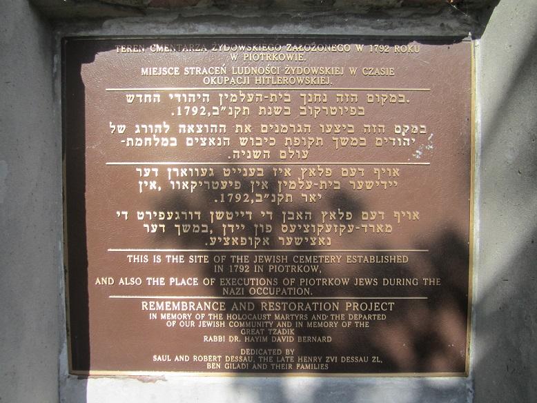 Minnestavla vid den judiska kyrkogården