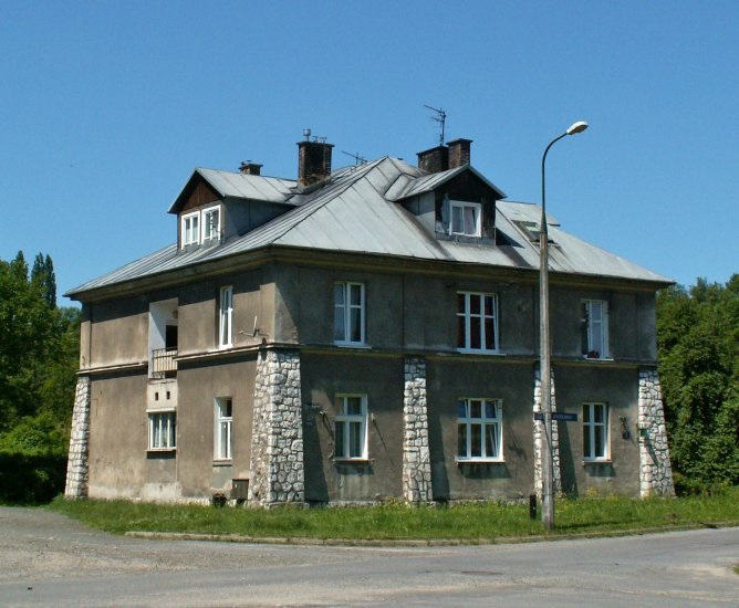 SS hus (grey house)