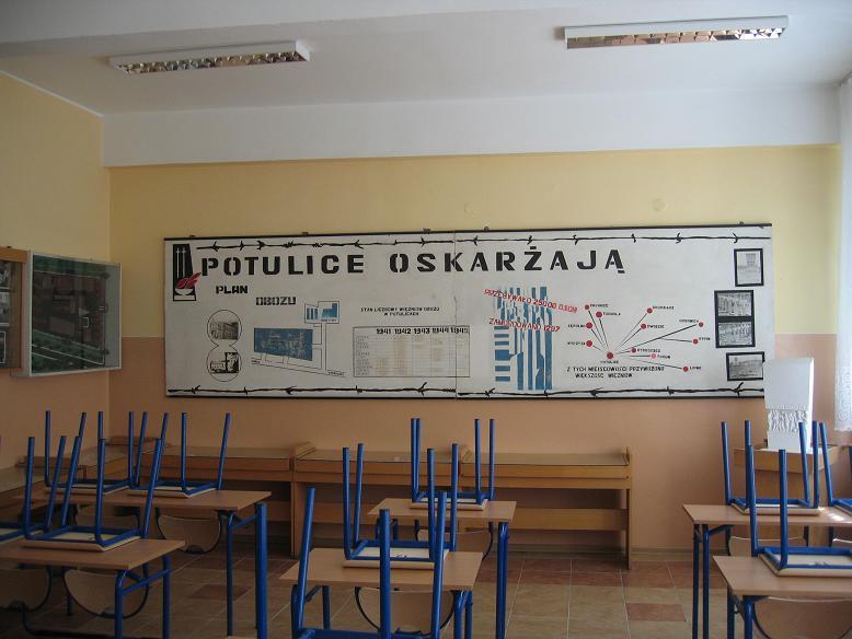 I frånvaro av museum så finns det en liten utställning om lägret i en grundskolas klassrum