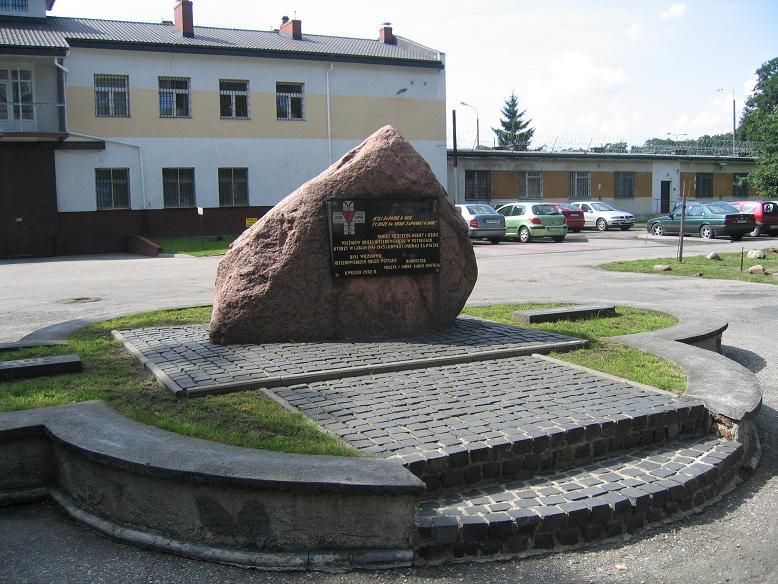 Minnesmonument utanför det nuvarande fängelset