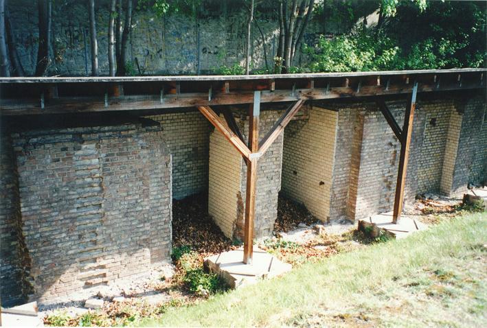 Gestapos fångceller i husets källare (1997)