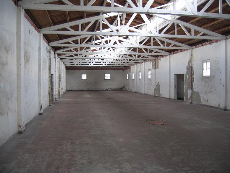 Inuti en av de f.d. verkstäderna där fångarna fick arbeta