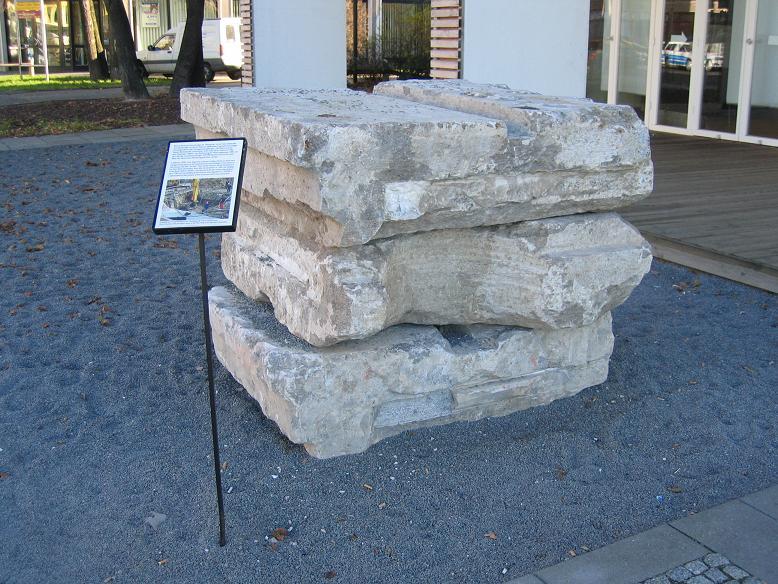 Byggnadssten efter det nya Rikskansliet som hittats i samband med utgrävningar