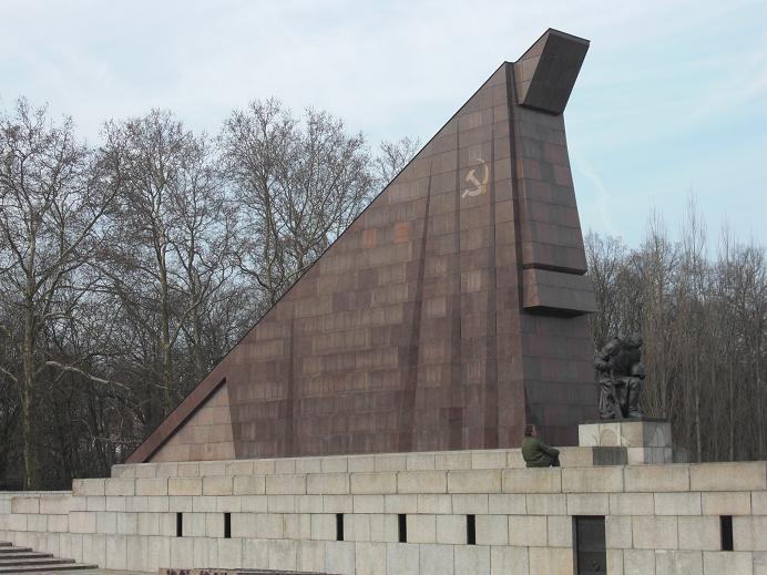Minnesmonument vid den sovjetiska krigskyrkogården vid Treptower Park och som består av marmor från marmorgalleriet