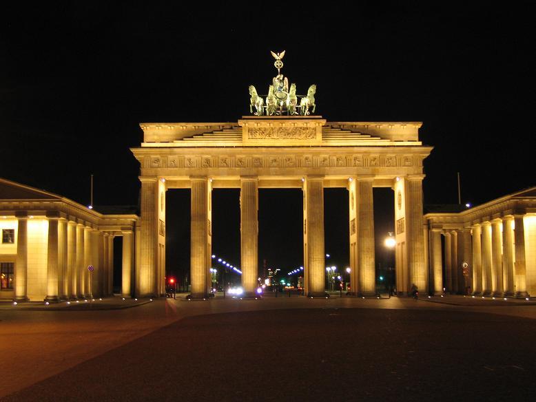 Brandenburger tor, ett stenkast från Reichstag