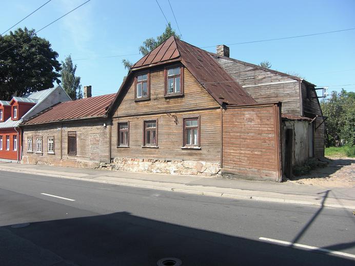 Hus längs gränsen på den lettiska sidan av gettot