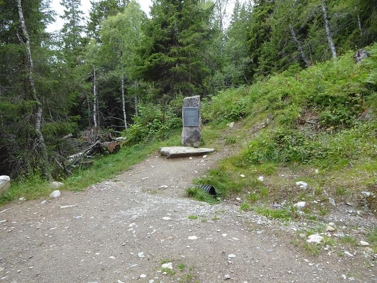 Minnesmonument vid Krossobanan, Rjukan. Det var här som sabotörerna försvann mot Hardangervidda och senare mot Sverige