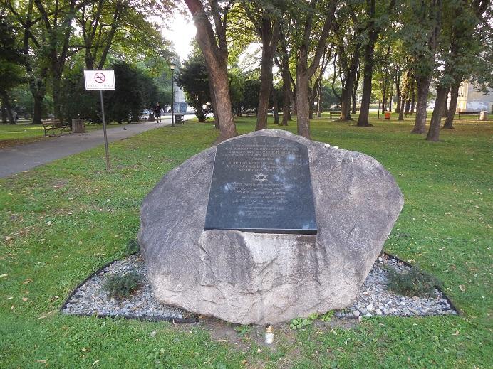 Minnesmonument på den gamla judiska kyrkogården