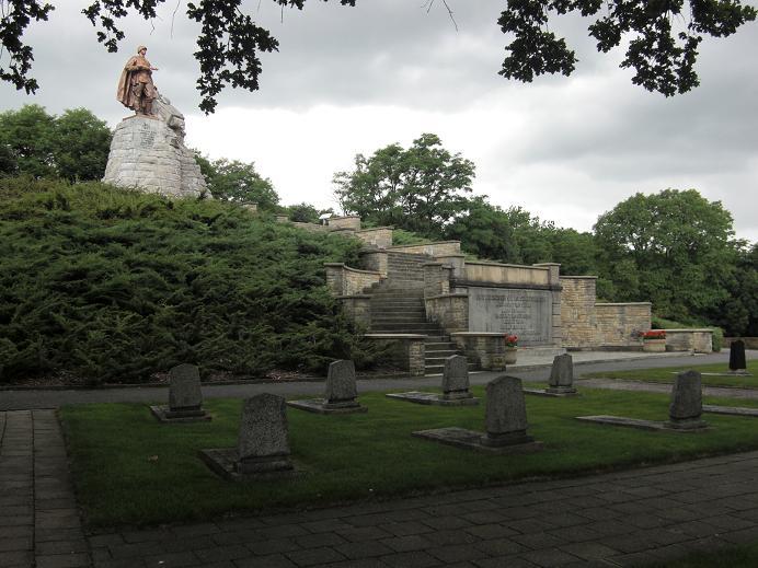 Minnesmonument och gravar