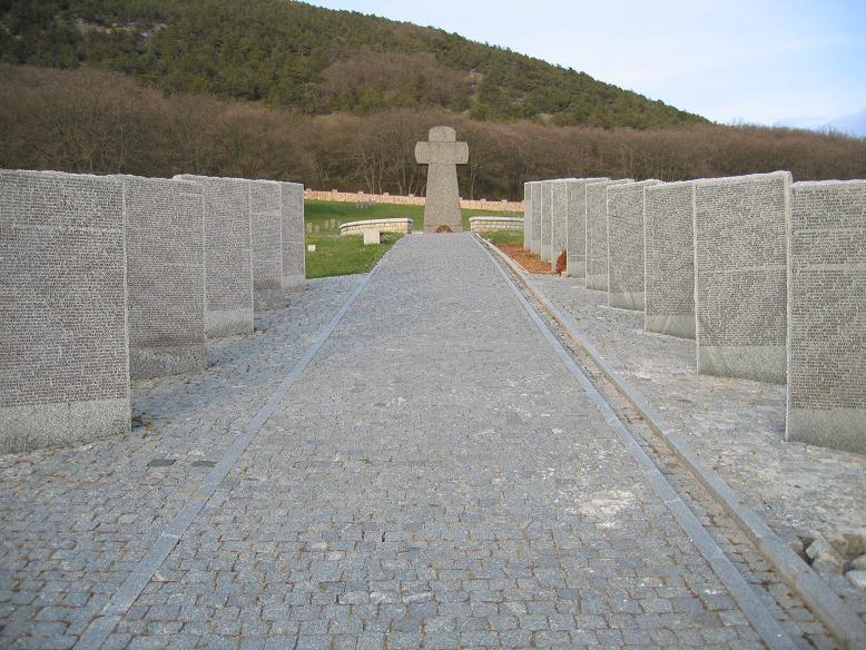 Tysk krigskyrkogård på en undangömd plats mellan Jalta och Sevastopol