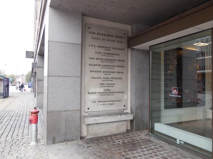 Minnestavla för de danskar som dog vid RAF:s attack den 21 mars 1945