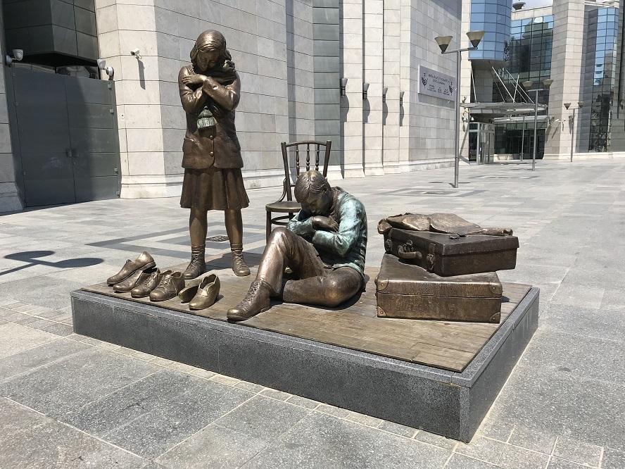 Minnesmonument vid Förintelsemuseet i centrala Skopje