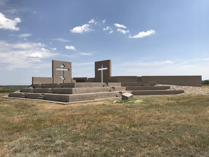 Rossoschka - Stamfrändemonument vid den sovjetiska/tyska krigskyrkogården ca fyra mil nordväst om Volgograd/Stalingrad