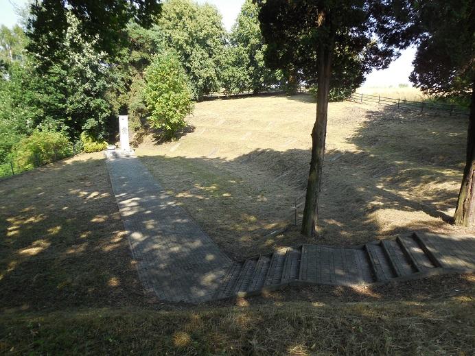 Kyrkogård för sovjetiska krigsfångar väster om Szebnie