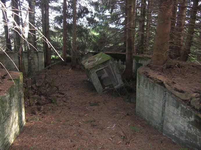 Ruiner efter luftvärnsartilleri