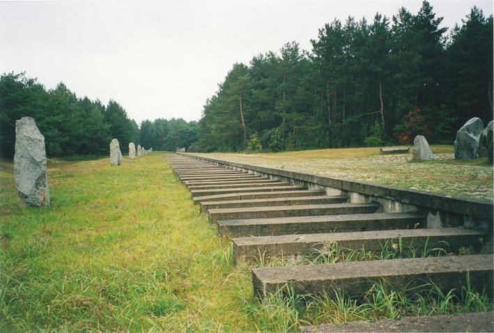 Perrongen där judarna lastades/klev av (rekonstruerad)