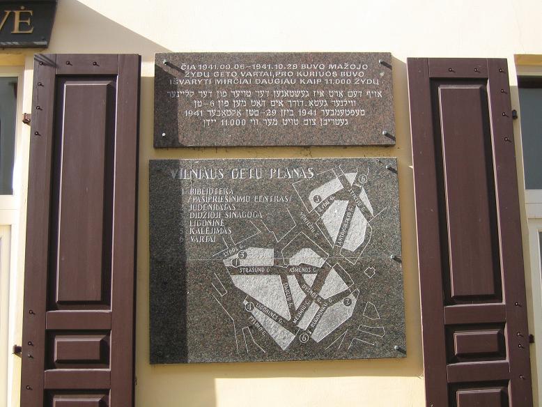 Plan och minnesmonument vid den f.d. entrén till getto 2