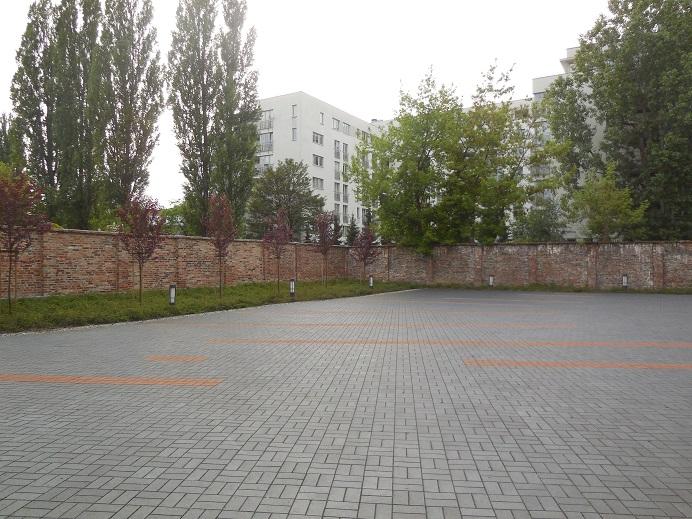 Bevarad mur vid övernattningsplatsen för de judar som skulle deporteras nästkommande dag