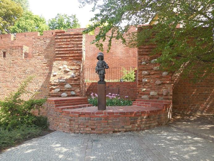 Monument i gamla stan - Den lille soldaten. Restes 1983