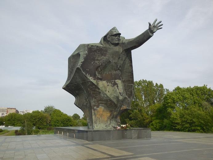 Monument (Kosciuszko) på den östra sidan av floden Wisla som restes 1985