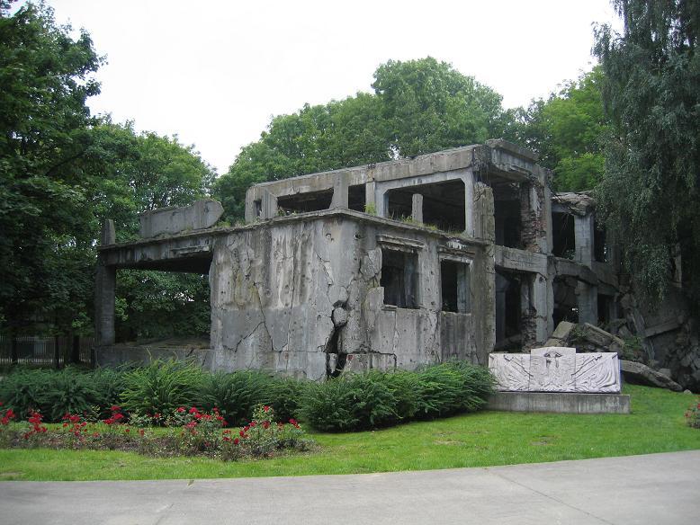 Ruin efter logiment för soldater som var stationerade på Westerplatte
