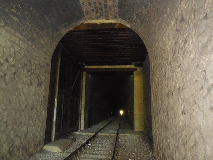 Inuti tunneln med den förstärkta porten